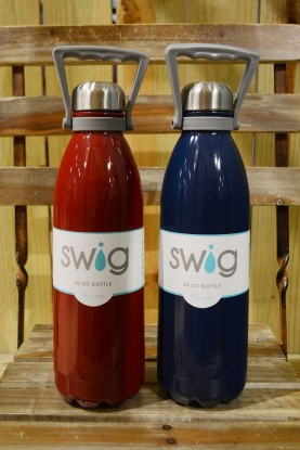 Swig-Canteen-bottles-red-and-navy